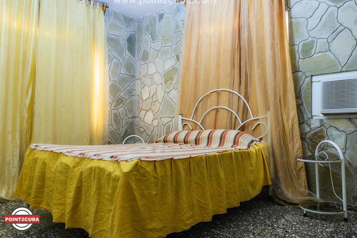 RHEEHLB09-beach-house-for-rent-havana-cuba
