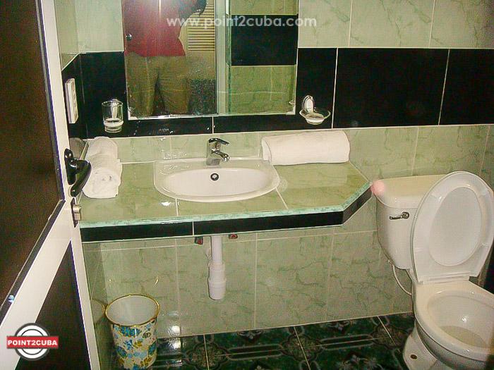 RHEEHLB09-beach-houseRHEEHLB09-beach-house-for-rent-havana-cuba
