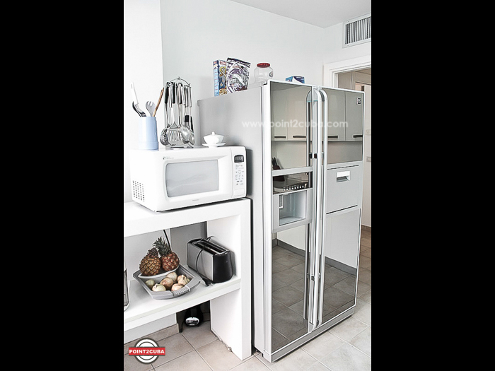 Renting Luxury sea-view apartment in Vedado Id: RHPLZLL01
