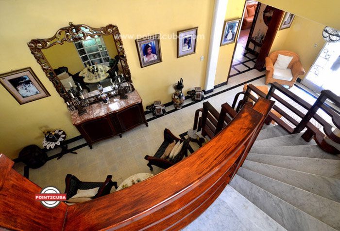 RHPLZC01 Mansion with 5 rooms for rent in Vedado