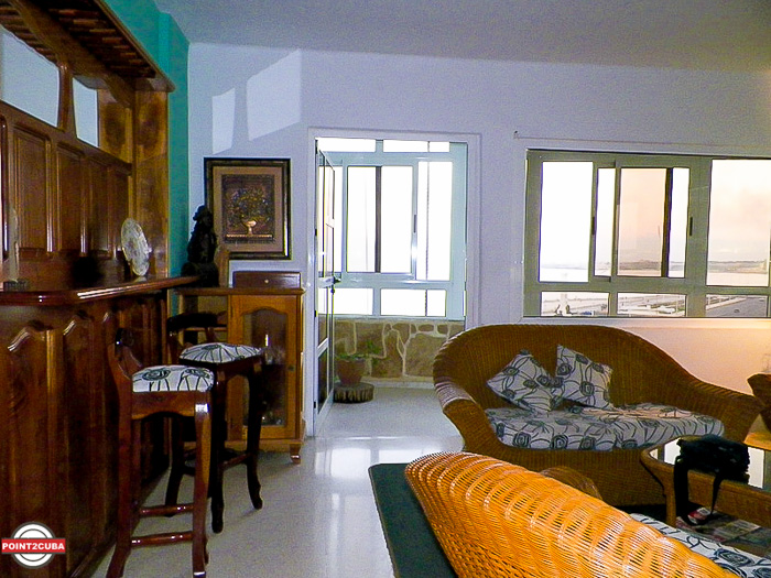 RHPLZC07 2BR Ocean front apartment near National Hotel in Vedado