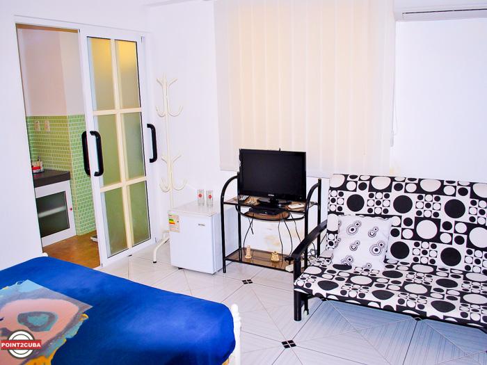 RHPLZC010 2BR Apartment near National Hotel