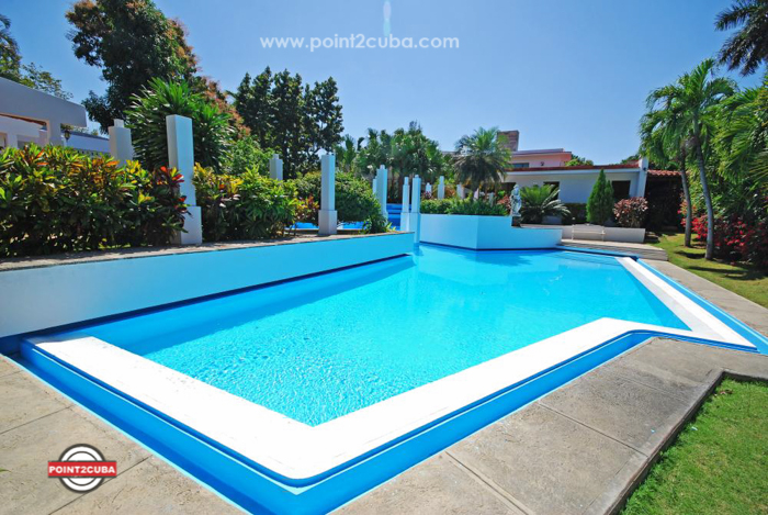 Luxury Villa with swimming pool ID:RHPLYAD03