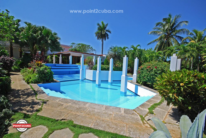 Luxury Villa with swimming pool ID:RHPLYAD03