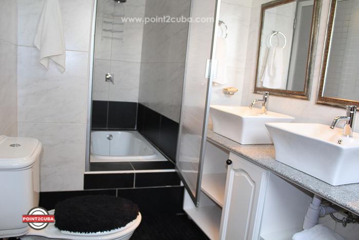 RHPLOF20 5 BR Luxury Villa Miramar