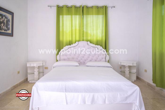 RHPLOF15 4BR/4BT Casa Iris in Miramar Havana