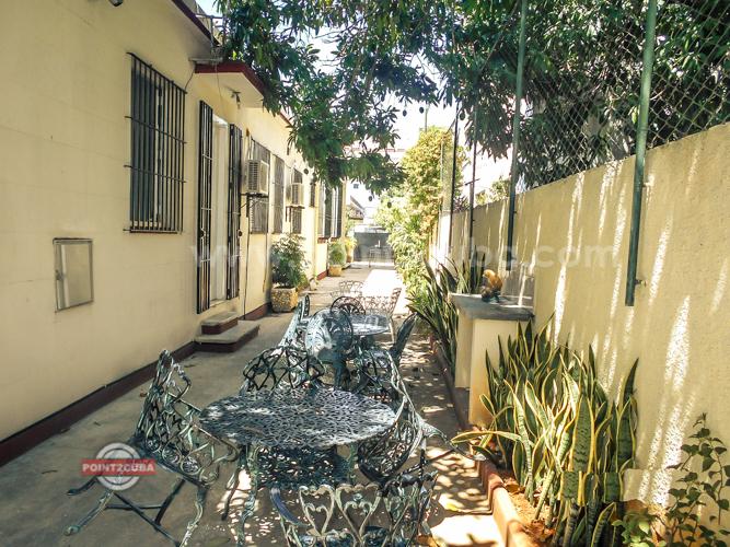RHPLZOF23-4br-house-in-vedado--havana-casa-sanchana