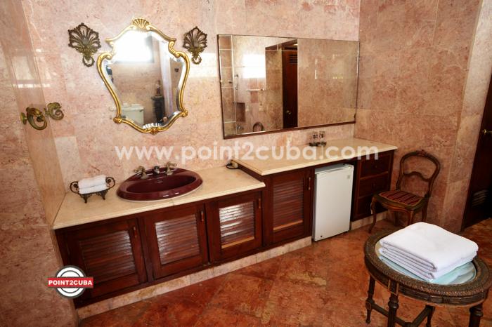 RHPLZOF27 3BR/3BT rooms Vedado Havana