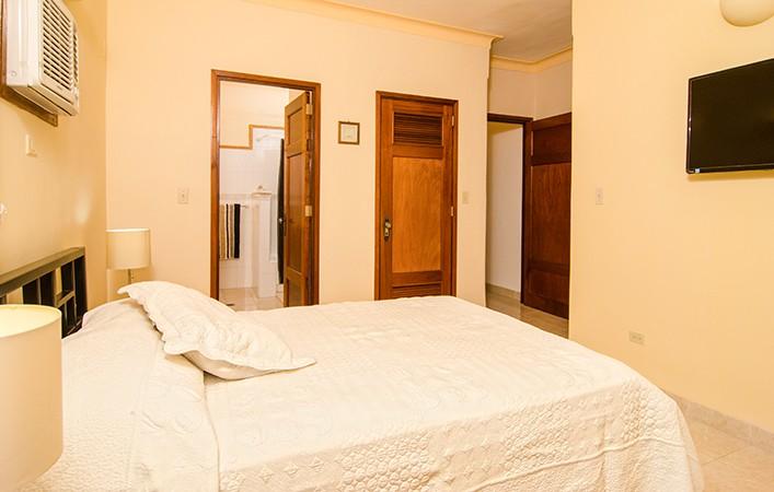 RHPLZOF37 3br Ocean view Apartment in Vedado