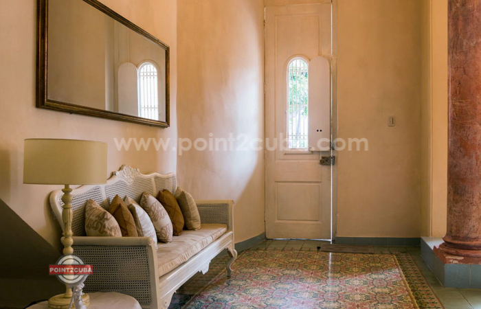 RHPLZOF40 3BR/3BT Colonial House in VedadoRHPLZOF40 3BR/3BT Colonial House in Vedado
