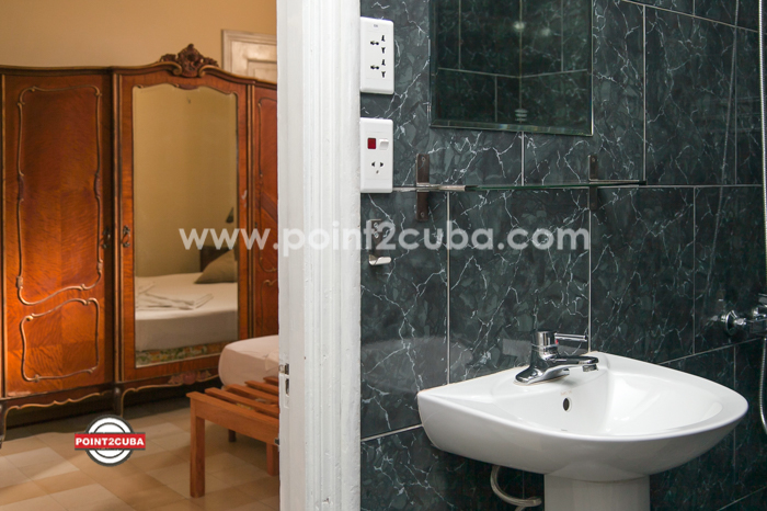 RHPLZOF51 3BR/3BT Apartment on 23 Ave in Vedado Havana