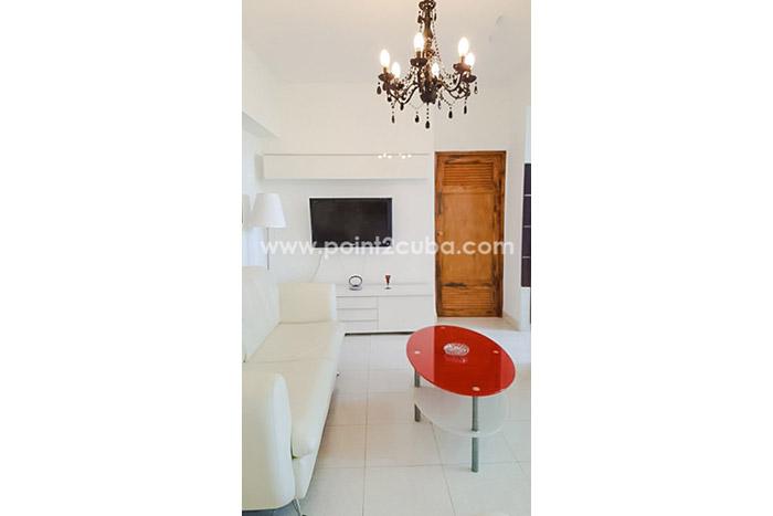RHPLZOF60 2BR Apartment in Vedado, Havana