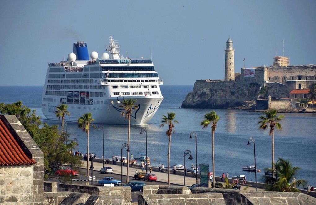 Cruise arriving in Havana